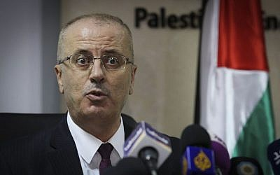 Palestinian Authority Prime Minister Rami Hamdallah speaks during a press conference in the West Bank city of Ramallah, January 16, 2017 (Flash90)