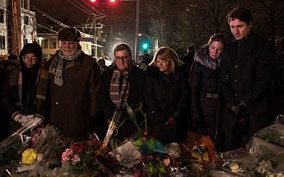 (L-R) Philippe Couillard's wife, Quebec prime minister Philippe Couillard, Quebec city mayor Regis Labeaume, his wife, Sophie Gregoire (Justin Trudeau's wife) and  Canadian prime minister Justin Trudeau lay flowers near the Islamic Cultural Center in Quebec City, Canada on January 30, 2017. (AFP Photo/Alice Chiche)