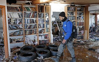 An policeman walks inside the Amona synagogue where youths  barricaded themselves prior to being evicted on February 2, 2017 ( AFP PHOTO / Thomas COEX)