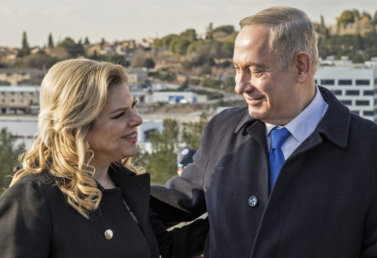 Israeli Prime Minister Benjamin Netanyahu (R) and his wife Sara (L) attend a memorial ceremony for Ron Nahman, the founder of Ariel, one of the largest Israeli settlements in the West Bank on February 2, 2017 in Ariel. (AFP PHOTO / JACK GUEZ)
