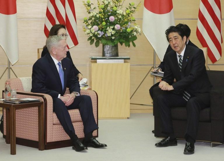 US Defense Secretary James Mattis (L) and Japanese Prime Minister Shinzo Abe (R) speak at the prime minister's office in Tokyo on February 3, 2017. (Eugene Hoshiko/AFP)