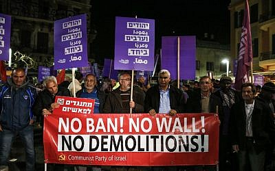 Arabs and Jews demonstrate against the government's demolition of illegally-built homes in the Arab community, in Tel Aviv on February 4, 2017. (AFP PHOTO/AHMAD GHARABLI)