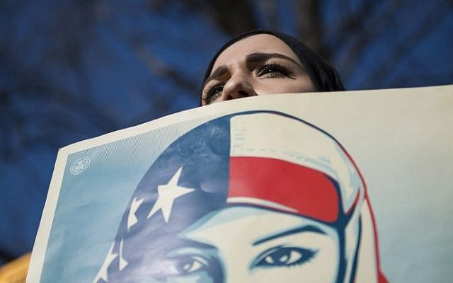 Isra C., of Washington DC, takes part in a protest against the travel ban of US President Donald Trump outside the White House on February 4, 2017, in Washington, DC. (AFP PHOTO / MOLLY RILEY)
