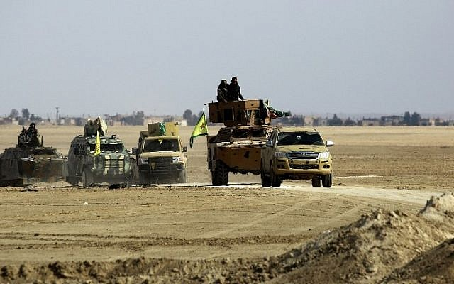 Syrian Democratic Forces advance in an area north-east of Raqqa, on February 5, 2017, during their advance towards the Islamic State group's Syrian stronghold. (AFP Photo/Delil Souleiman)