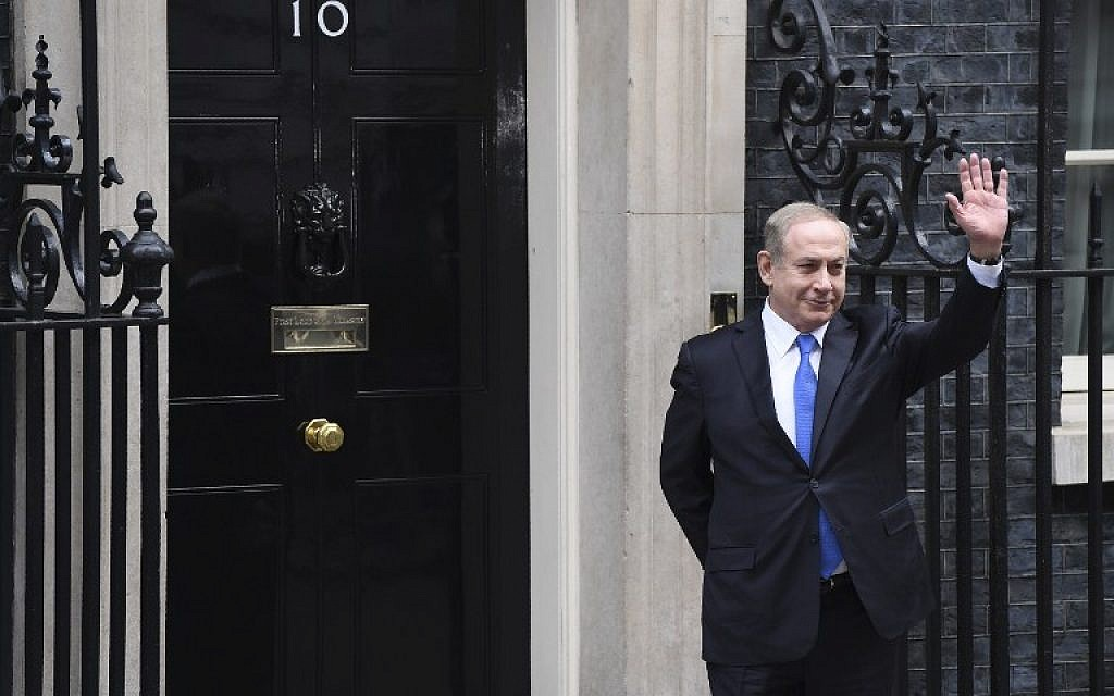 Prime Minister Benjamin Netanyahu waves to the media after arriving at 10 Downing Street in London for a meeting British counterpart Theresa May on February 6, 2017. (AFP PHOTO/Chris J Ratcliffe)