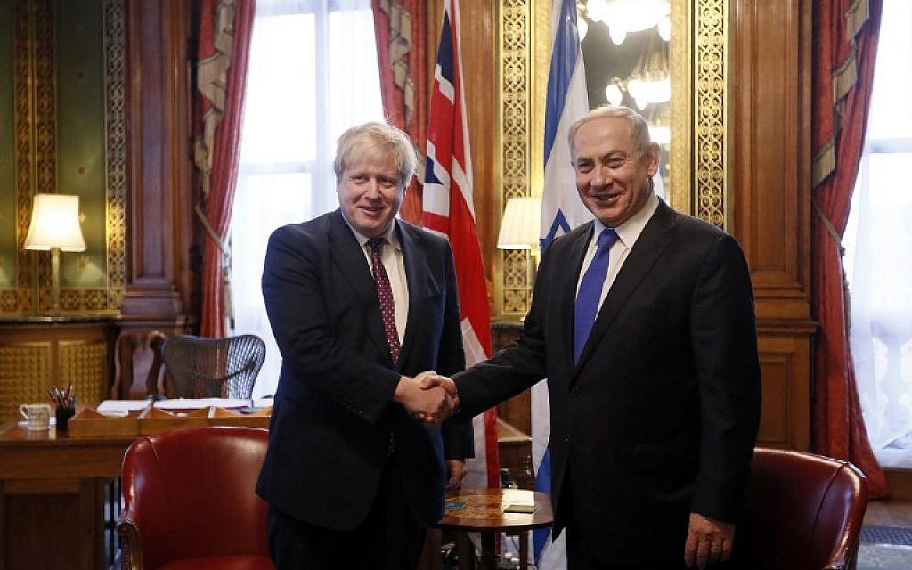British Foreign Secretary Boris Johnson (L) shakes hands with Prime Minister Benjamin Netanyahu at the Foreign Office in central London on February 6, 2017. (AFP PHOTO/POOL/Kirsty Wigglesworth)
