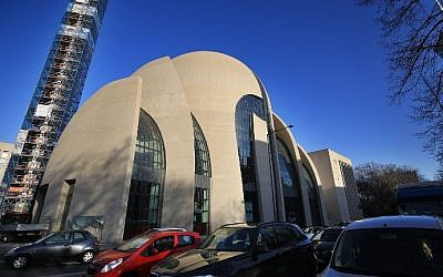Cars drive past the Ditib mosque in Cologne, western Germany, on February 15, 2017. (AFP Photo/dpa/Oliver Berg)