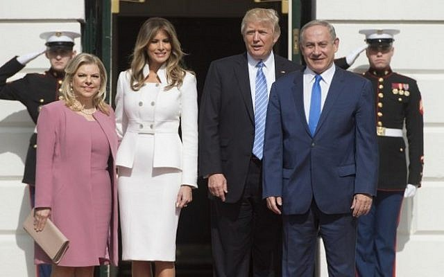 US President Donald Trump and First Lady Melania Trump greet Prime Minister Benjamin Netanyahu and his wife, Sara, as they arrive at the White House in Washington, DC, February 15, 2017. (AFP PHOTO / SAUL LOEB)