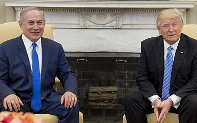 US President Donald Trump and Israeli Prime Minister Benjamin Netanyahu hold a meeting in the Oval Office of the White House in Washington, DC, February 15, 2017. (AFP/Saul Loeb)