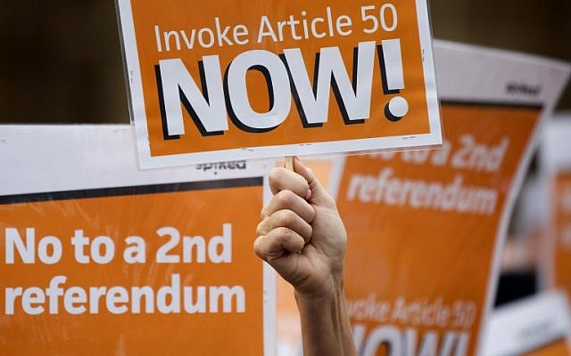 Pro-Brexit demonstrators, calling on the British government to invoke article 50 immediately, and urging them not to hold a second referendum, shout slogans and hold placards as they protest outside the Houses of Parliament in London, September 5, 2016. (AFP/JUSTIN TALLIS)