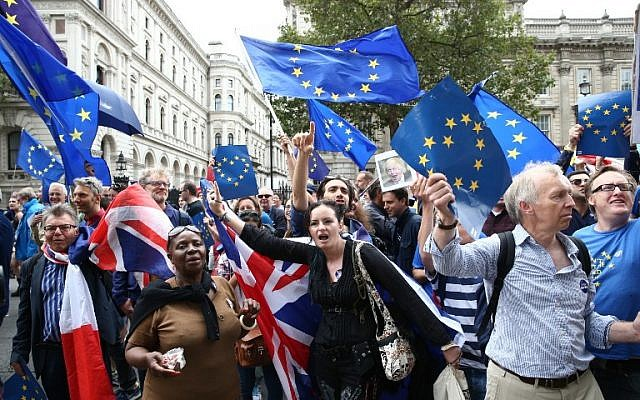 Demonstrators holding EU flags as they march to Parliament Square in central London on September 3, 2016. (AFP/JUSTIN TALLIS)
