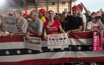 Supporters cheer US President Donald Trump during a rally at the Orlando Melbourne International Airport on February 18, 2017 in Melbourne, Florida.  (AFP/ NICHOLAS KAMM)