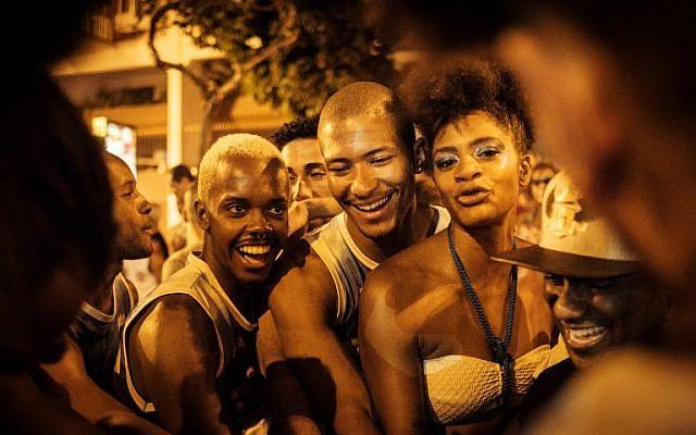 Final rehearsals of the Unidos de Vila Isabel samba school on the streets before the annual carnival, in Rio de Janeiro, Brazil, February 19, 2017. (AFP Photo/Yasuyoshi Chiba)