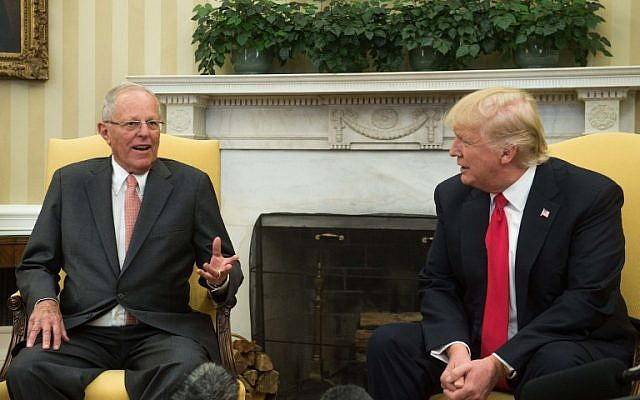 US President Donald Trump meets with Peruvian President Pedro Pablo Kuczynski in the Oval Office at the White House in Washington on February 24, 2017. ( AFP PHOTO / NICHOLAS KAMM)