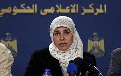 Iman Nafie, the wife of Palestinian prisoner Nael Barghouthi, speaks during a press conference in Ramallah on February 26, 2017. (AFP Photo/Abbas Momani)