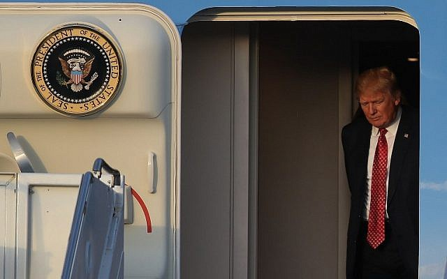 President Donald Trump arrives on Air Force One at the Palm Beach International Airport to spend part of the weekend with Japanese Prime Minister Shinzo Abe at Mar-a-Lago resort on February 10, 2017 in West Palm Beach, Florida. (Joe Raedle/Getty Images/AFP)