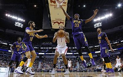 Trevor Ariza #1 of the Houston Rockets drives against Dante Cunningham #33 of the New Orleans Pelicans and Omri Casspi #18 during the second half of a game at the Smoothie King Center on February 23, 2017, in New Orleans, Louisiana. (Jonathan Bachman/Getty Images/AFP)