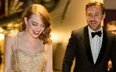 Actor Ryan Gosling (R) and actress Emma Stone, winner of Best Actress for 'La La Land' backstage during the 89th Annual Academy Awards at Hollywood & Highland Center on February 26, 2017 in Hollywood, California. (Christopher Polk/Getty Images/AFP)