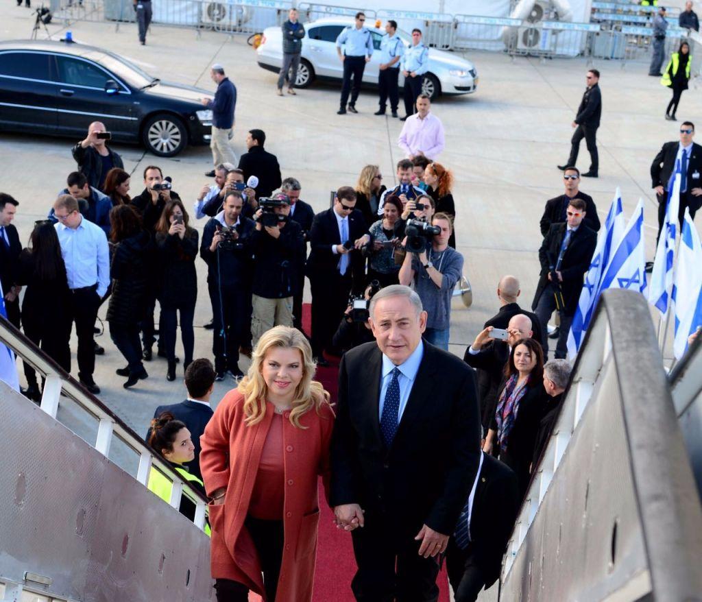 Prime Minister Benjamin Netanyahu and his wife Sara head to the US on February 13, 2017 (Avi Ohayun)