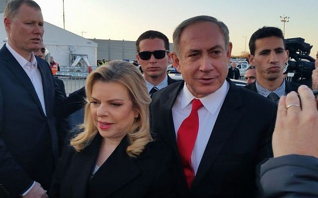 Prime Minister Benjamin Netanyahu and his wife Sara embark on flight to London, February 5, 2017. (Raphael Ahren/Times of Israel)