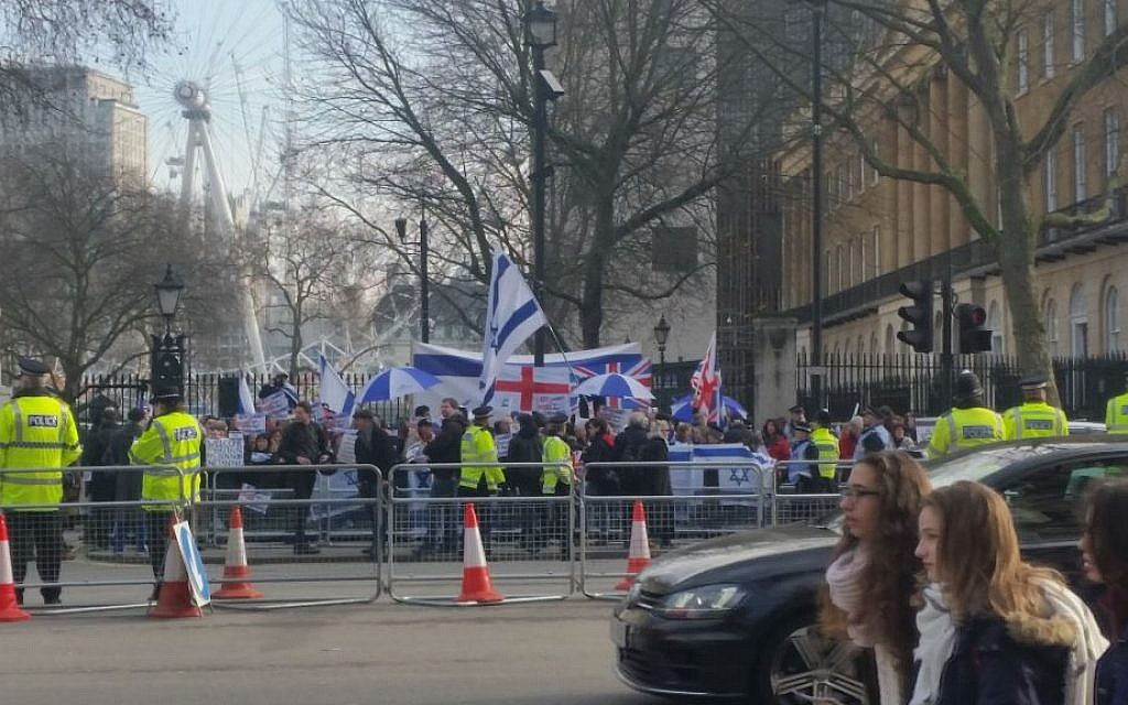 People protest outside 10 Downing Street, London against state visit by Prime Minister Benjamin Netanyahu, February 6, 2017, (Raphael Ahren/Times of Israel)