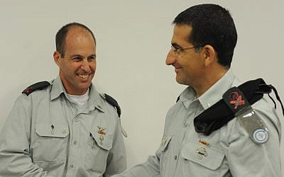 Brig. Gen. Nehemia Sokol, left, shakes hands with then-Brig. Gen. Kobi Barak, right, who now serves as head of IDF Ground Forces, on September 23, 2012. (IDF Technology and Logistics Directorate)