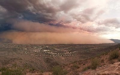 A haboob headed to Phoenix, Arizona, on July 31, 2011. ( CC BY-SA, Alan Stark, Flickr)