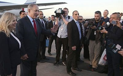 Prime Minister Benjamin Netanyahu speaks to the media after he and his wife, Sara, arrive in Sydney for a four-day visit to Australia, February 22, 2017 (AP Photo/Rick Rycroft)