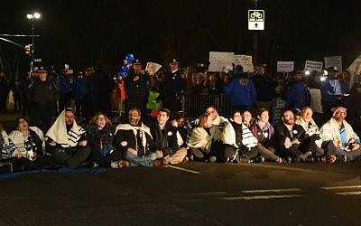 19 Rabbis were arrested in New York for a sit-in protesting the Trump Administration's refugee ban, February 6, 2017. (Gili Getz)