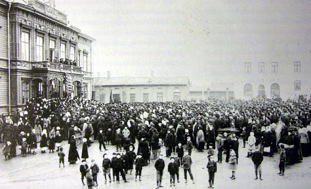 A demonstration during the 1905 Russian Revolution. (Wikimedia commons/public domain)