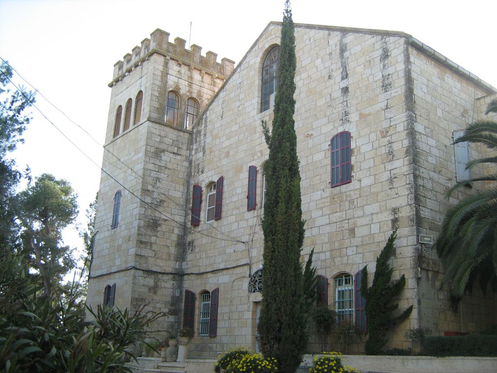 Church of Notre Dame de l'Arche de l'Alliance near Abu Ghosh (public domain by Ori~, via Wikimedia Commons)
