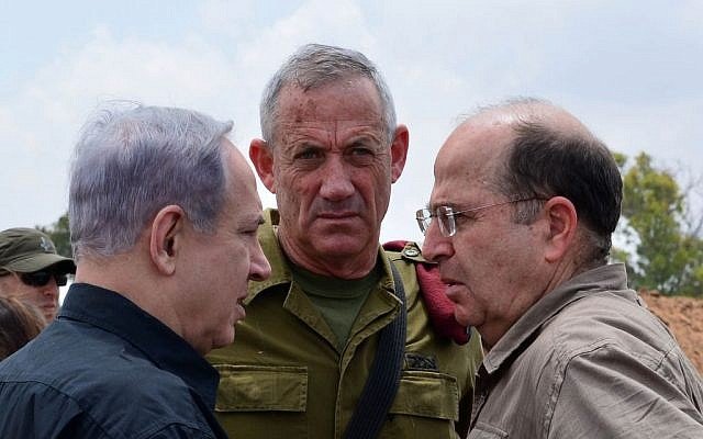 Prime Minister Benjamin Netanyahu (left) meets with then-IDF chief of staff Benny Gantz (center) and Defense Minister Moshe Ya'alon (right) in southern Israel on July 21, 2014. (Kobi Gideon/GPO/Flash90)
