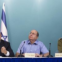 From left, Prime Minister Benjamin Netanyahu, former defense minister Moshe Ya'alon and former IDF chief of staff Benny Gantz speak at a press conference at the Prime Minister Office, following Operation Protective Edge, on August 27, 2014. (Yonatan Sindel/Flash90)