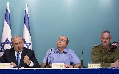 From left, Prime Minister Benjamin Netanyahu, former defense minister Moshe Ya'alon and former IDF Chief of Staff Benny Gantz speak at a press conference at the Prime Minister Office following Operation Protective Edge on August 27, 2014. (Yonatan Sindel/Flash90)