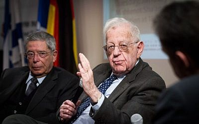 Hebrew University professor and former Foreign Ministry chief Shlomo Avineri speaks at a panel on Israeli-German relations in Jerusalem on January 12, 2016. (Miriam Alster/Flash90)