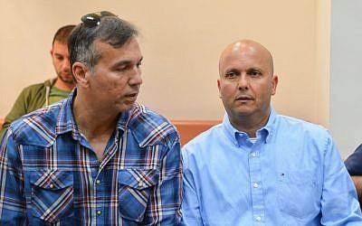 Ashkelon Mayor Itamar Shimoni (R) seen at the Rishon Lezion Magistrates Court on March 10, 2016, (Flash90)