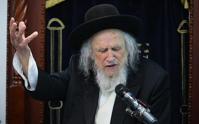 Rabbi Shmuel Auerbach speaks with his students in Ramat Beit Shemesh on June 2, 2016. (Yaakov Lederman/Flash90)
