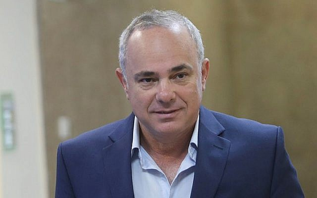 Israeli Minister of National Infrastructure Yuval Steinitz arrives to the weekly government conference at the Prime Minister's Office in Jerusalem on July 17, 2016. (Alex Kolomoisky/Flash90)