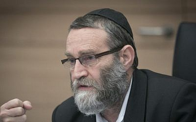 Knesset Finance Committee Chairman MK Moshe Gafni leads a committee meeting at the Knesset in Jerusalem on December 6, 2016. (Yonatan Sindel/Flash90)