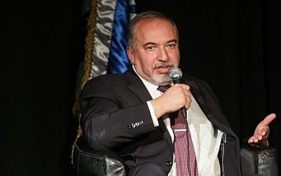 Defense Minister Avigdor Liberman at the Israel Bar Association Conference in Tel Aviv on December 20, 2016. (Flash90)