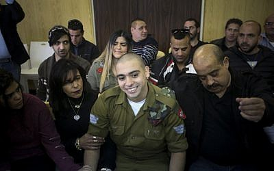 IDF soldier Elor Azaria, who was convicted of manslaughter for shooting dead a prone and wounded Palestinian assailant, in a case that has deeply divided Israel, sits with his parents during sentence hearing at a military court in Tel Aviv on January 24, 2017. (Flash90)