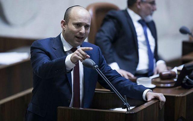 Education Minister Naftali Bennett addresses the Knesset plenum, January 25, 2017. (Yonatan Sindel/Flash90)