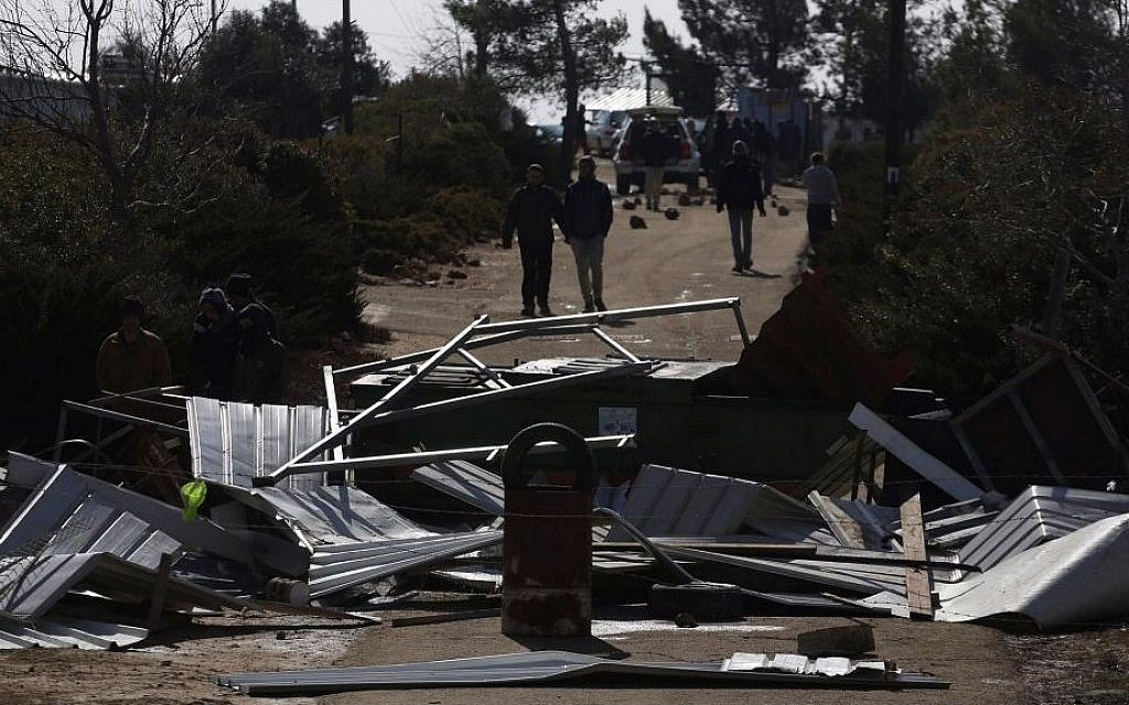 The evacuation of the illegal outpost of Amona, on February 1, 2017. (Hadas Parush/Flash90)