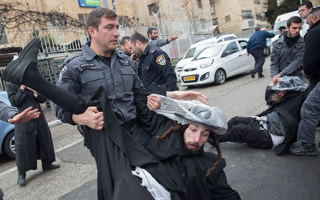 Ultra-Orthodox men clash with police during a protest against the arrest of a yeshiva student who failed to comply with a recruitment order, outside an IDF recruiting office in Jerusalem on February 13, 2017. (Photo by Noam Revkin Fenton/Flash90)