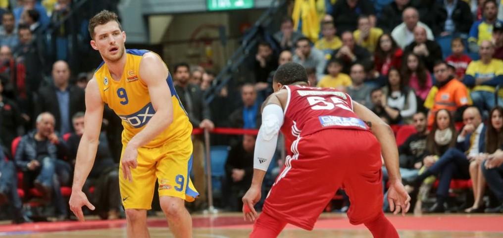 Maccabi Tel Aviv Basketball team against Hapoel Jerusalem in the National Cup final game in Jerusalem, on February 17, 2017. (Flash90)