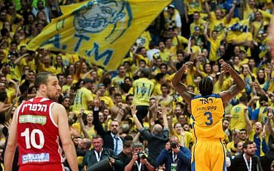 Illustrative: Maccabi Tel Aviv Basketball team against Hapoel Jerusalem in the National Cup final game in Jerusalem, on February 17, 2017. (Flash90)