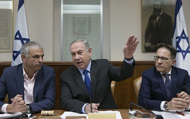 Benjamin Netanyahu, center, at the weekly cabinet meeting  in Jerusalem on February 19, 2017. (Olivier Fitoussi/POOL)