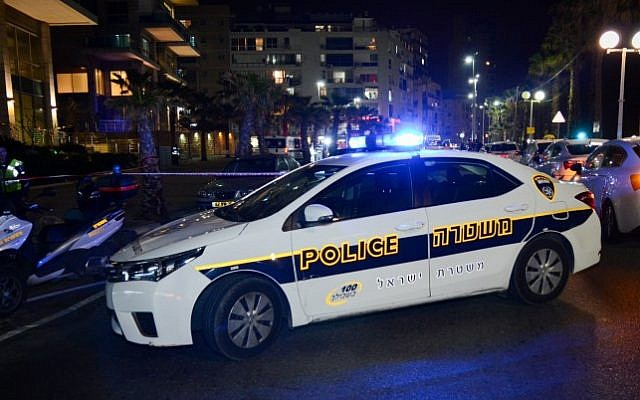 Police and medical personnel at the scene of a driveby shooting in the coastal town of Bat Yam, February 27, 2017. (Moti Karelitz/FLASH90)