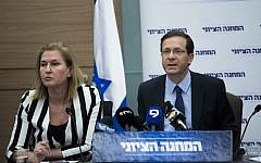 Zionist Union leader Isaac Herzog and MK Tzipi Livni attend a faction meeting in the Knesset on February 27, 2017. (Yonatan Sindel/Flash90)