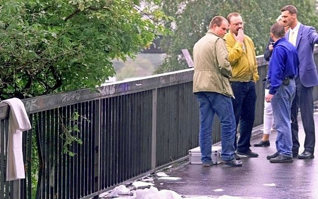 Investigators look at the area where an explosion tore through the entrance tunnel to a commuter train station in Duesseldorf, Germany, July 27, 2000. (AP/Edgar R. Schoepal)